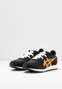 ASICS SportStyle - TARTHER - Sneakersy niskie - black/pure gold - 4