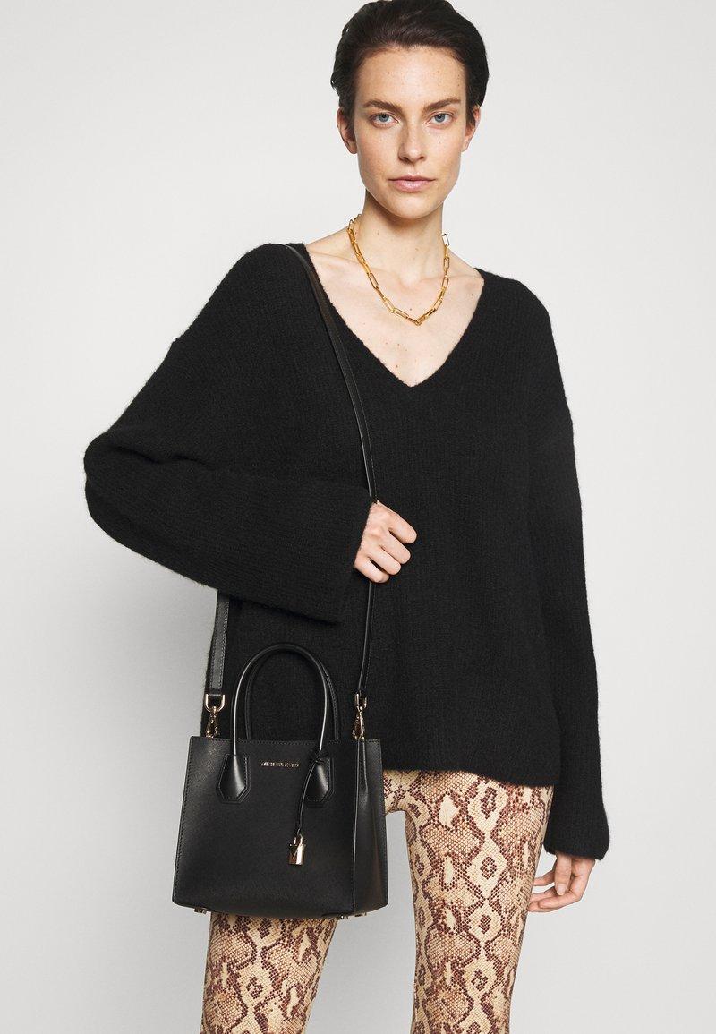 MICHAEL Michael Kors - MERCER MESSENGER - Handbag - black