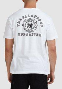 RVCA - SEAL  - Print T-shirt - white - 1