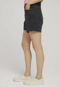 TOM TAILOR DENIM - Denim shorts - dark stone black black denim - 3