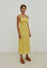 EDITED - SHILOH - Maxi dress - gelb - 3