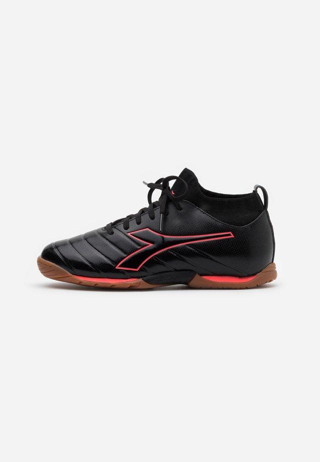 BRASIL ELITE R ID - Chaussures de foot en salle - black/red fluo