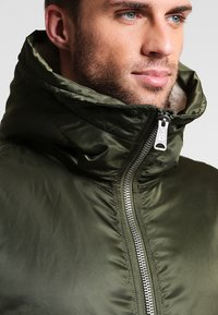 Alpha Industries - HOODED STANDART FIT - Light jacket - dark green - 3