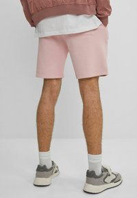 Bershka - MIT PRINT - Shorts - pink - 2