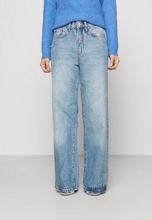 PCFLIKKA SUPER WIDE - Flared Jeans - medium blue denim