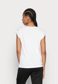Pieces - PCKAMALA TEE NOOS BC - T-shirts - bright white - 2
