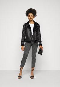 ONLY Petite - ONLWILD EMILY ANJEA - Jeans Skinny Fit - grey denim - 1