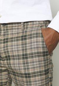 Gabba - PISA CHECK PANT - Chinos - green - 4