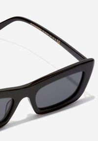 Hawkers - TADAO - Sluneční brýle - black - 2