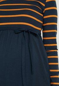 MAMALICIOUS - MLMADELLEINE DRESS - Žerzejové šaty - salute/thai curry - 5