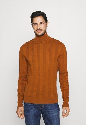 Stickad tröja - cognac