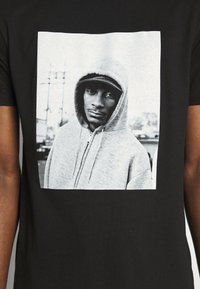 Chi Modu - SNOOP DOGG - Print T-shirt - black - 4