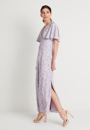 ZALANDO X NA-KD V NECK FLOWY DRESS - Společenské šaty - lilac