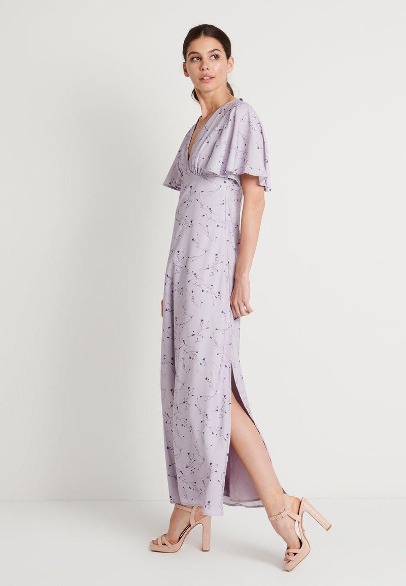 NA-KD - ZALANDO X NA-KD V NECK FLOWY DRESS - Ballkjole - lilac