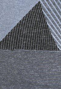 Hummel - SKY SEAMLESS SPORTS TOP - Sports shirt - black/faded denim - 2