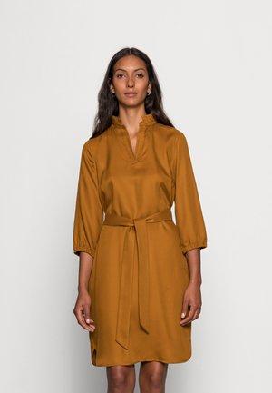 DRESS SHORT - Robe d'été - brass
