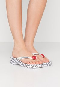 Love Moschino - Sandály s odděleným palcem - bianco - 1