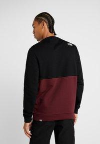 The North Face - CANYONWALL CREW - Sweatshirt - black/deep garnet red - 2