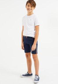 WE Fashion - MET TAPEDETAIL - Shorts - dark blue - 0
