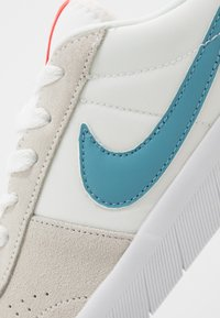 Nike SB - TEAM CLASSIC - Skateschoenen - summit white/cerulean/white/laser crimson - 5