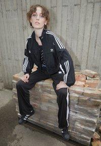 adidas Originals - TRACK TOP - Chaqueta de entrenamiento - black - 1