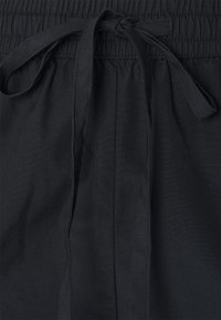 Selected Femme Petite - SLFLILO PETITE - Kraťasy - black - 2