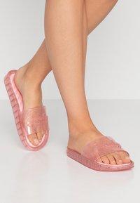 Superdry - MOULDED POOL SLIDE - Sandály do bazénu - crystal pink - 0