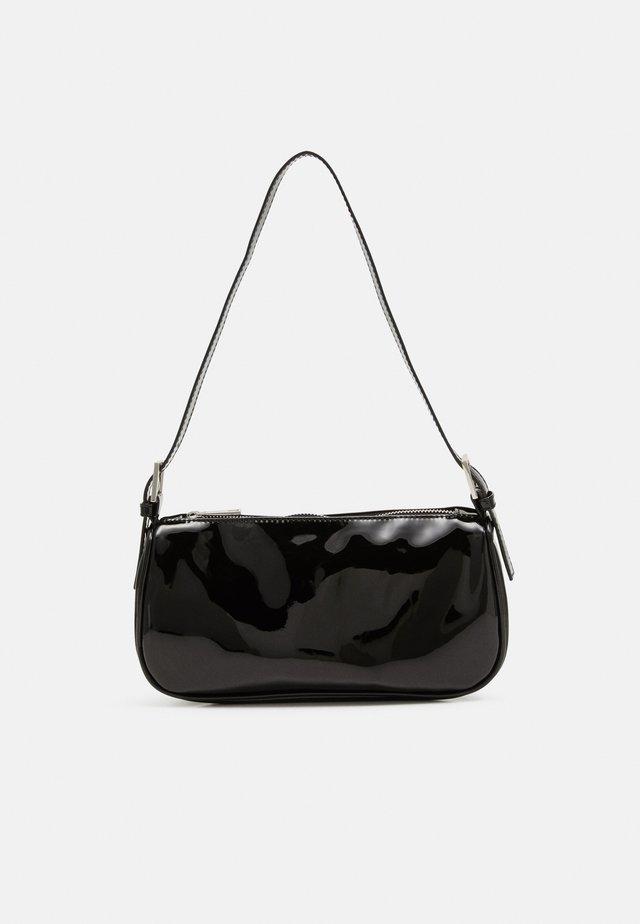 AMELIE BAG - Taška spříčným popruhem - black patent