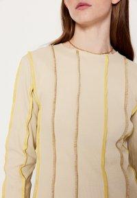 HOSBJERG - ANNA LONG SLEEVE - Bluzka z długim rękawem - beige - 4