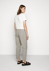 Folk - DRAWCORD ASSEMBLY PANT - Trousers - ash - 2