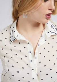 Guess - PRINT ALLOVER  - Button-down blouse - mehrfarbig, grundton blau - 3