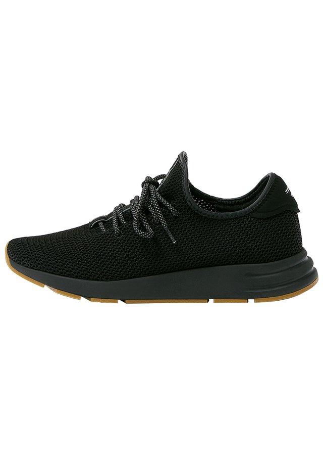 URBANE SNEAKER MIT SEITLICHEN ELEMENTEN  - Sneakersy niskie - black