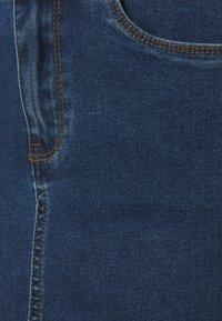 Vero Moda Tall - VMHOT SEVEN SKIRT 2 PACK - Mini skirt - medium blue denim/bright white - 4