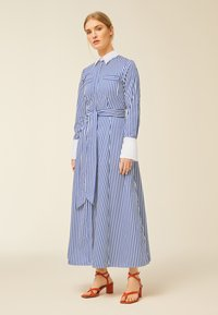 IVY & OAK - Robe longue - stripe - illuminate blue - 0
