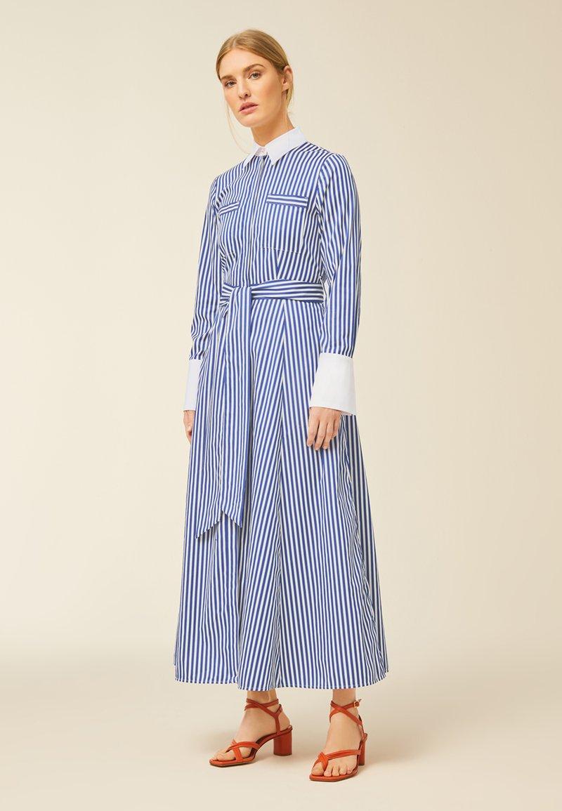 IVY & OAK - Robe longue - stripe - illuminate blue