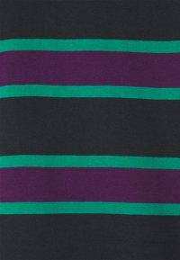 YOURTURN - UNISEX - Print T-shirt - green/purple - 2