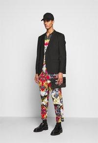 Versace Jeans Couture - BELT PAISLEY - Camisa - black - 1