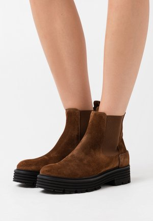 ELA - Platform ankle boots - castoro