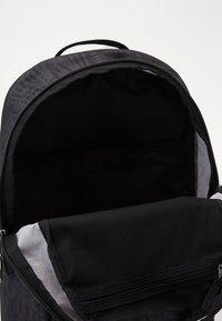 Nike SB - NIKE COURTHOUSE - Batoh - black/white - 2