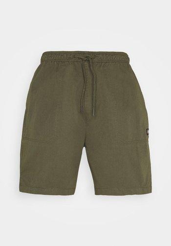 PELICAN RAPIDS - Shortsit - military green