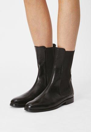 SUSAN - Vysoká obuv - black