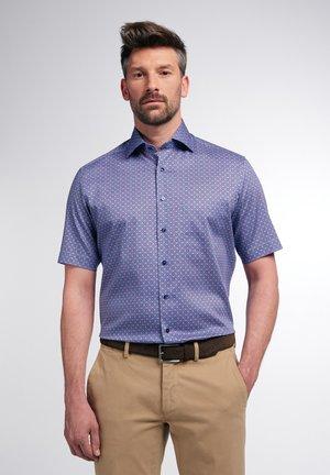 MODERN FIT - Skjorter - blau/pink
