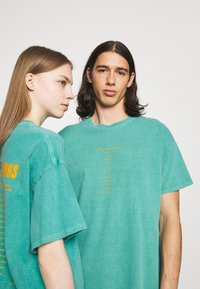 BDG Urban Outfitters - CELESTIAL TEE UNISEX - Print T-shirt - green - 3
