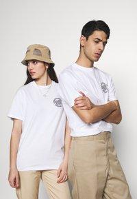 Santa Cruz - UNISEX ROAD RIDER - T-shirt imprimé - white - 0
