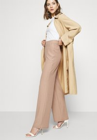 Nly by Nelly - WIDE POCKET PANTS - Bukse - beige - 2