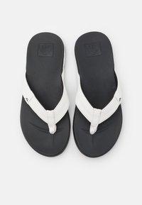 Reef - CUSHION BOUNCE PHANTOM - Sandály s odděleným palcem - white/charcoal - 3