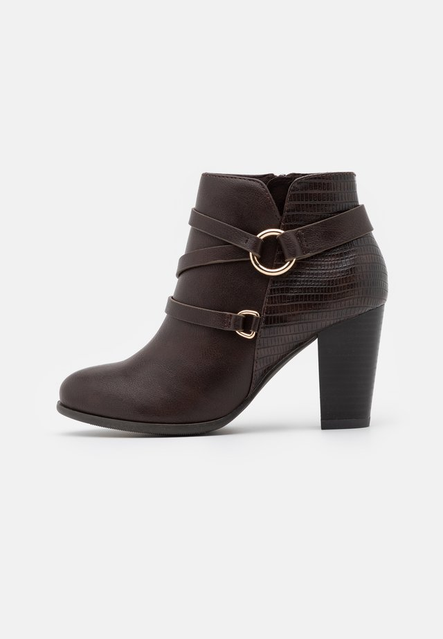 WIDE FIT WAVE - Ankle boots - chocolate