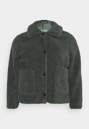 PCSAPPHIRA SHORT JACKET - Winter jacket - duffel bag