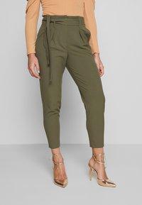 ONLY Petite - ONLNICOLE PAPERBAG ANKEL PANTS - Pantalones - kalamata - 0
