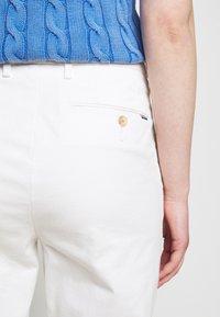 Polo Ralph Lauren - MODERN STRETCH - Trousers - deckwash white - 6